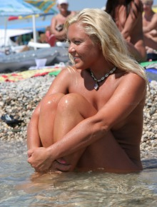 Candid babes from nude beach