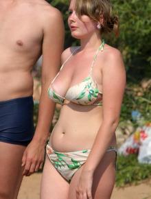 Girls in sexy bikinis