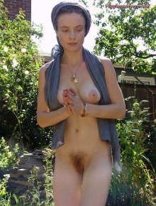 Hairy sexy hotties nude outside