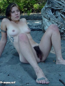 Hippie babe shows her hairy pussy