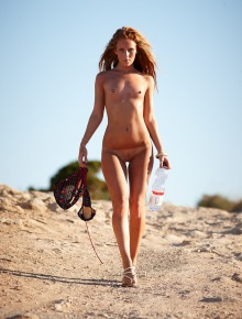 Isobel cools off in Ibiza