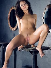 Pretty Nudes - model Dinara