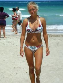 Sweet bikini babes