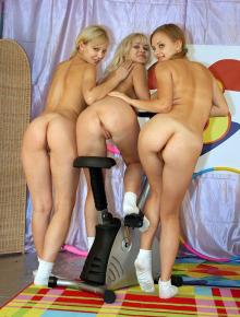 Three lesbian gfs