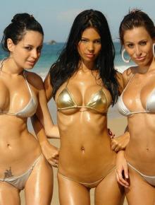 Three wonderful babes shows themselve