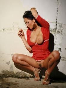 Wonderful Jenya shows her ass