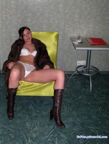 GF posing nude at home